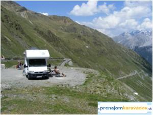 Tesne pod vrcholom  sedla Passo Stelvio-Stilfserjoch