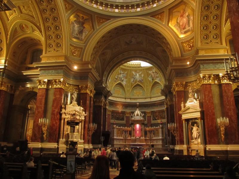 Bazilika sv. Štefana- krásna zvonku i z vnútra.