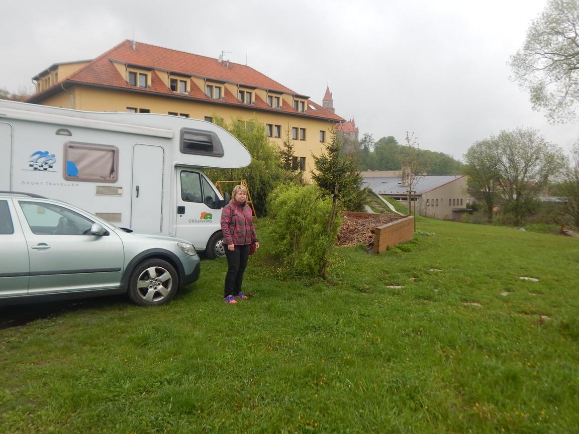 Parkovisko v Bouzove